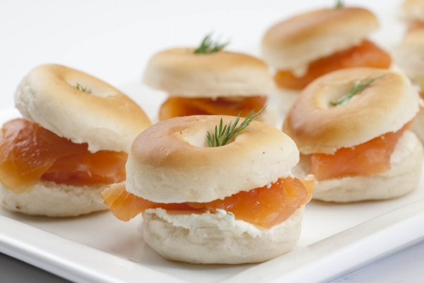 Mini smoked salmon bagels templetuohy foods for Breakfast canape